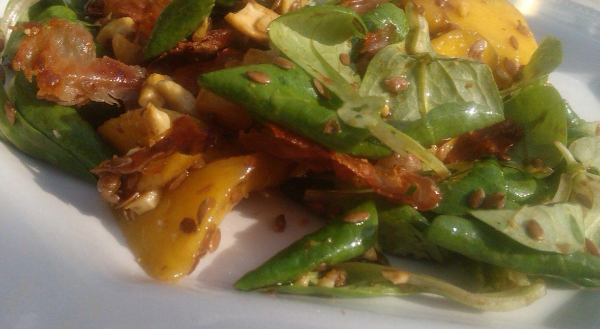veldsla met mango en seranoham (1)